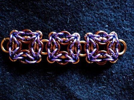 """""""Лабиринт"""". Используется и как отдельный элемент, и для собирания цепочек. [изображение] [изображение] [изображение] [изображение] — Плетение из колец и проволоки"""