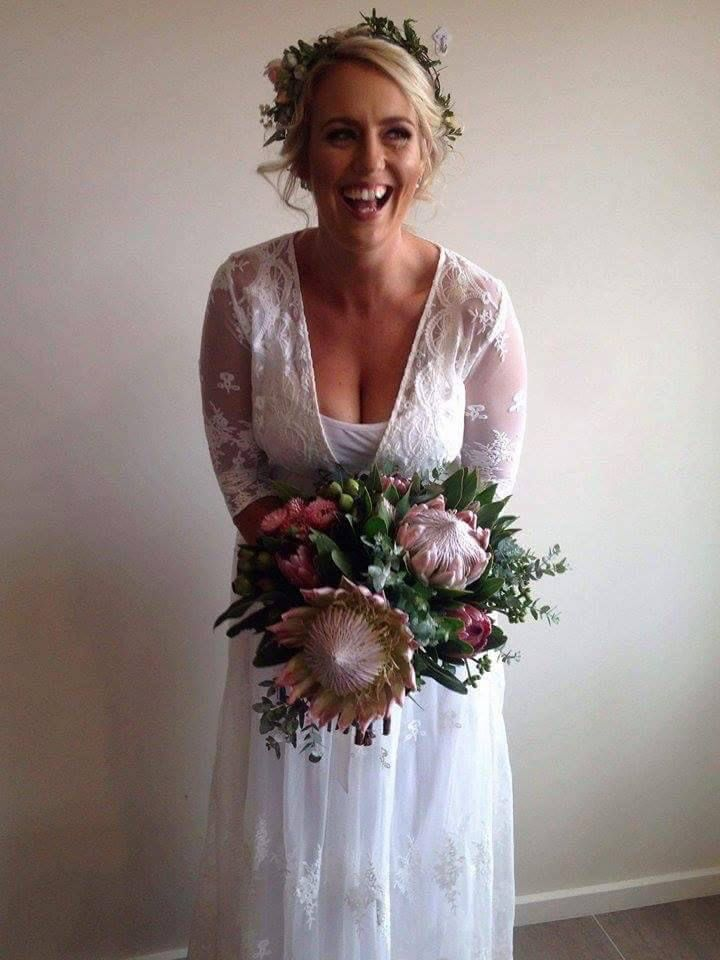 Gorgeous Lauren and her beautiful King Protea Wedding Bouquet @ Peninsula Wild Flower
