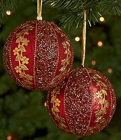 285 best burgundy christmas images on pinterest merry for Christmas tree with gold and blue ornaments
