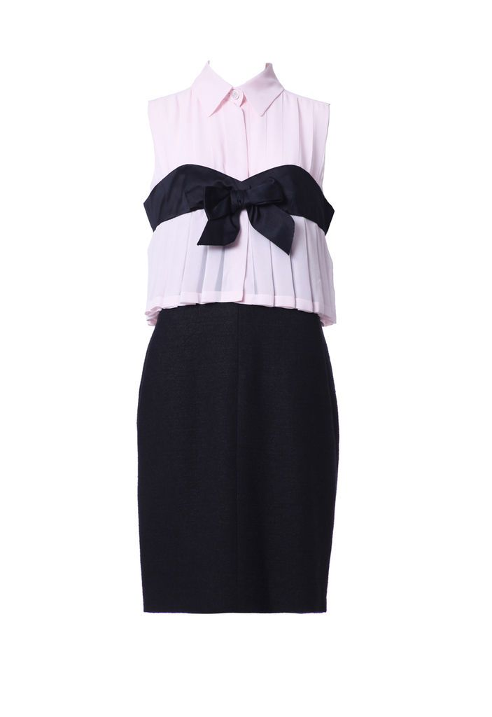 Chanel dress from 2011, silk and wool, with bow in front. Pink and black. new, size M