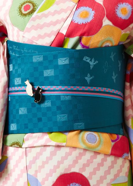 lovely modern print on the obi and the cat obidome is so cute!!!