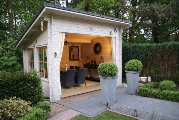 Geweldig tuinhuisje/ garden house. Great idea for a cooler, less buggy climate than South Carolina!