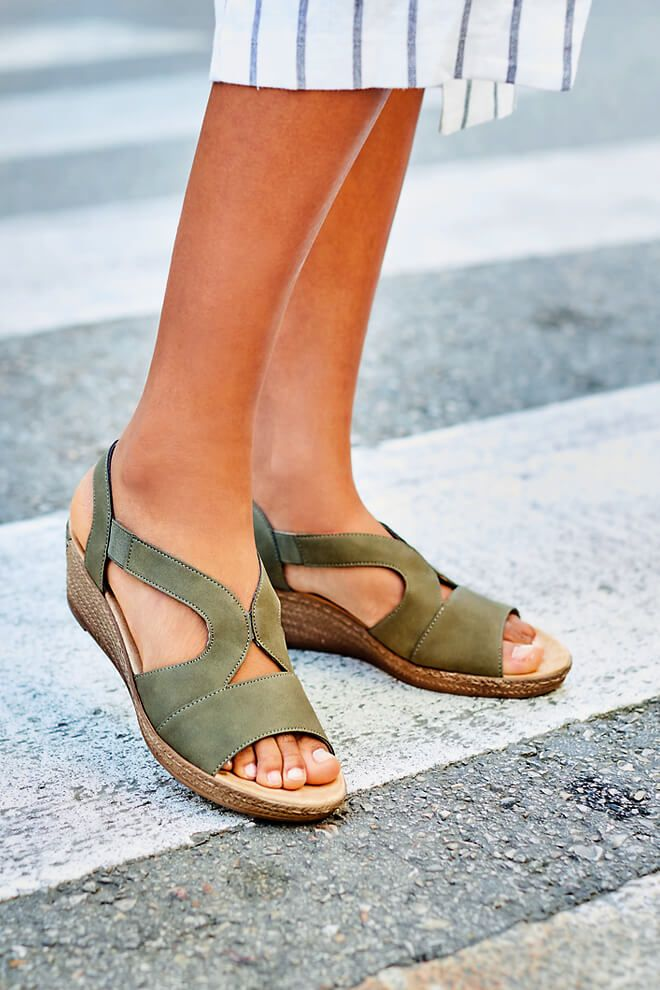 Wir Lauten Die Sandaletten Zeit Ein Jetzt Im Shop Stobern Und 10 Auf Alle Schuhe Erhalten Nur Fur Kur Schuhe Frauen Sandaletten Und Klettschuhe