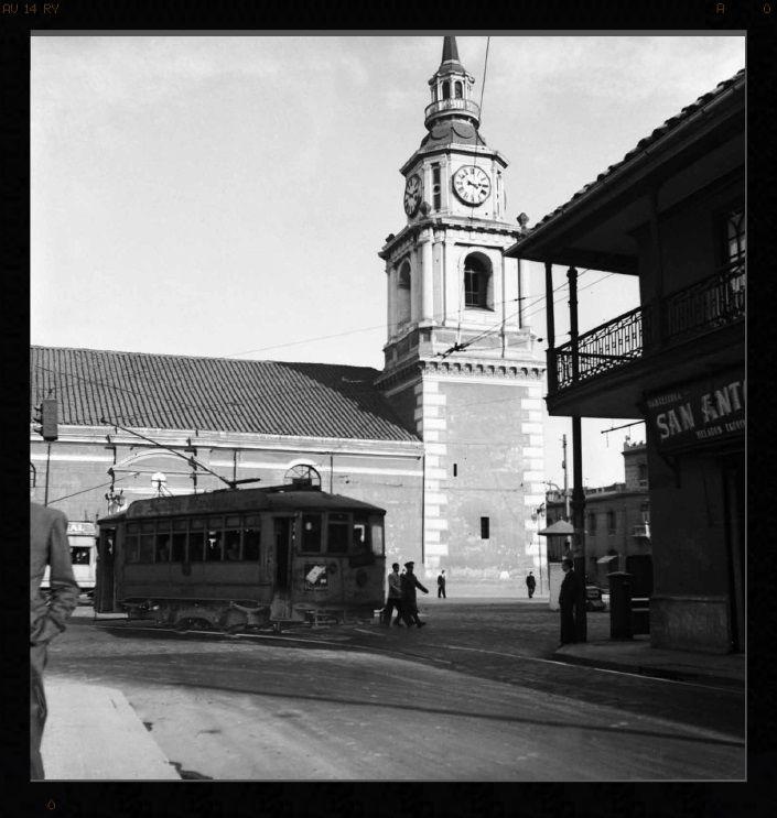 La vieja Iglesia de San Francisco y la pasteleria San Antonio, donde hoy están los Almacenes Paris.   by santiagonostalgico