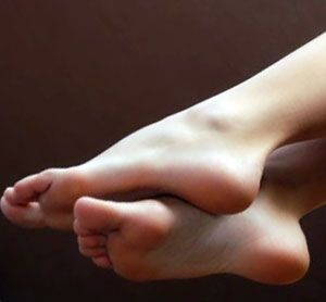 20 Restless Legs Home Remedies-Get the upper hand on restless leg syndrome and consider using home remedies #RestlessLeg #remedies