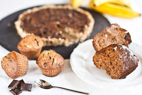 Nepečený koláč, vláčné muffiny i bábovka. Tyhle recepty už znáte? Hlavní roli v nich hrají banány a čokoláda.