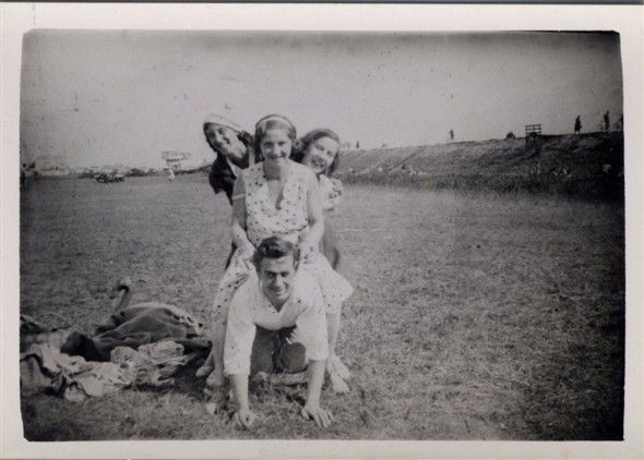 Canvey Island 1930's - Labworth Cafe in the background