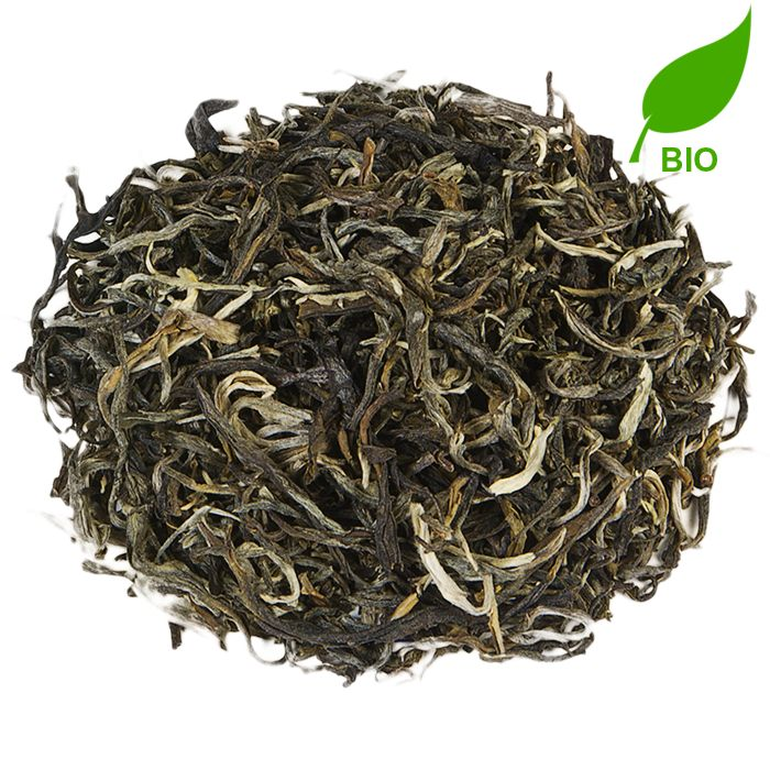 CHINA MAO FENG BIO | Mao Feng is een bijzondere aromatische witte thee, die zoet en bloemig van smaak is. De thee wordt geoogst in april en mei, maar voor deze thee worden alleen intacte scheuten uit de oogst verwerkt. Hierdoor is de thee dan ook beperkt beschikbaar. |