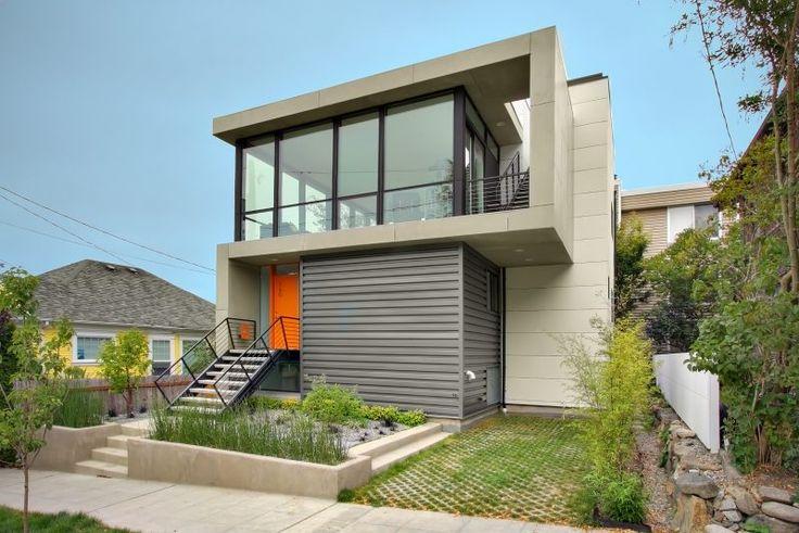 Stahltreppen außen bei minimalistischem Design