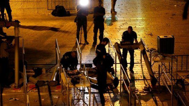 Berita Islam ! Copot Metal Detektor Israel Pasang CCTV Canggih di Al-Aqsa... Bantu Share ! http://ift.tt/2vYTTAs Copot Metal Detektor Israel Pasang CCTV Canggih di Al-Aqsa  Yerusalem- Israel akhirnya memutuskan untuk menyingkirkan metal detektor dari Masjid Al-Aqsa. Namun hal itu tidak meredakan kemarahan umat Islam terkhususnya di Palestina. Pasalnya Israel telah memasang CCTV canggih sebagai ganti metal detektor tersebut. Kebijakan ini diambil oleh Israel setelah para kabinet Perdana…