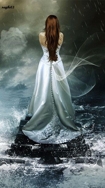 ¨`•ઇઉCanção de Vidro...  E nada vibrou... Não se ouviu nada... Nada...  Mas o cristal nunca mais deu o mesmo som.  Cala, amigo... Cuidado, amiga... Uma palavra só Pode tudo perder para sempre...  E é tão puro o silêncio agora!  ________________¨`•ઇઉMario Quintana