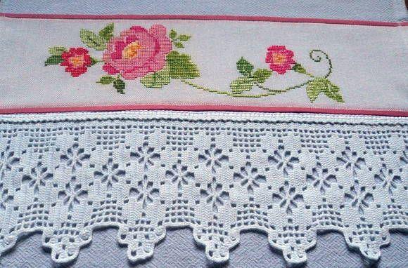 Pano de prato em tecido de sacaria, 100% algodão,bordado em ponto cruz no tecido cânhamo e barrado de crochê. R$ 49,95