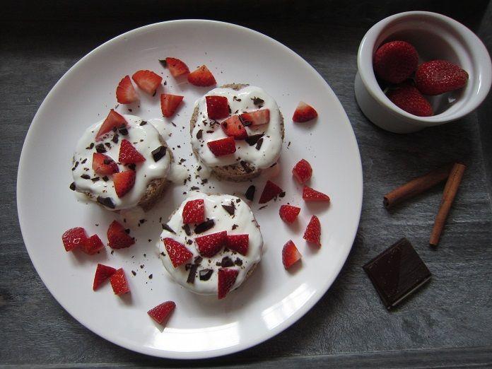 RECEPT: Mugcake neboli hrníčkový koláč s vločkami a ovocem