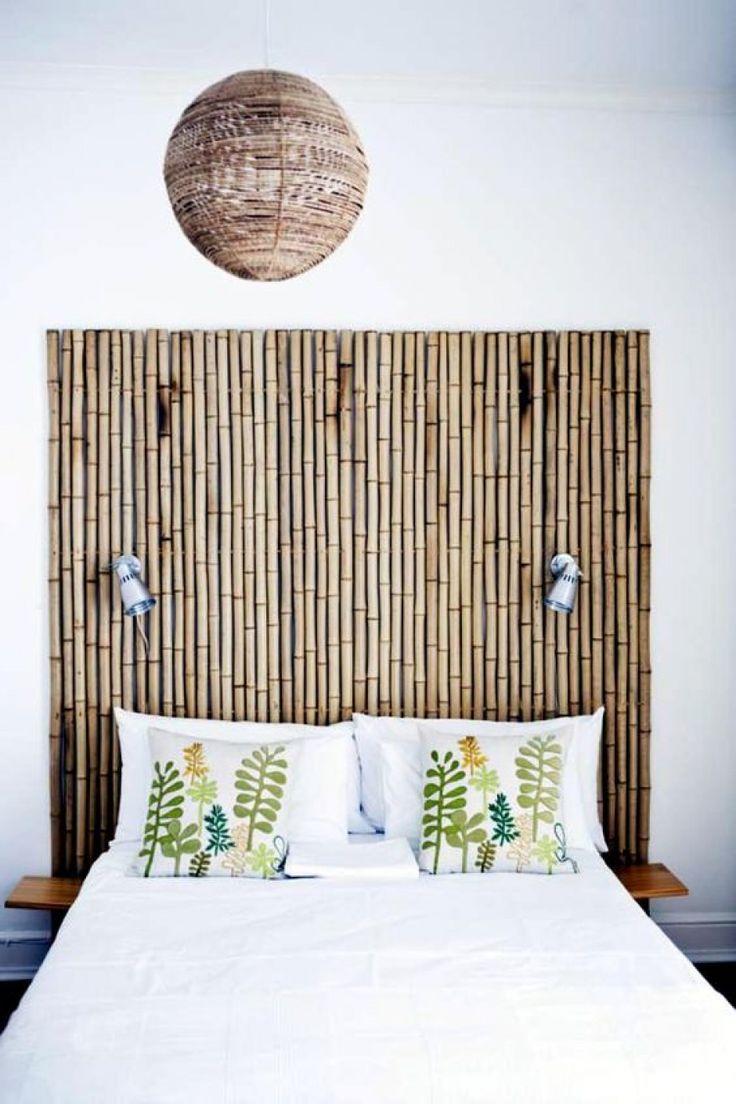 Lijm een aantal bamboestokken aan elkaar en maak er een hoofdeinde van voor je bed.