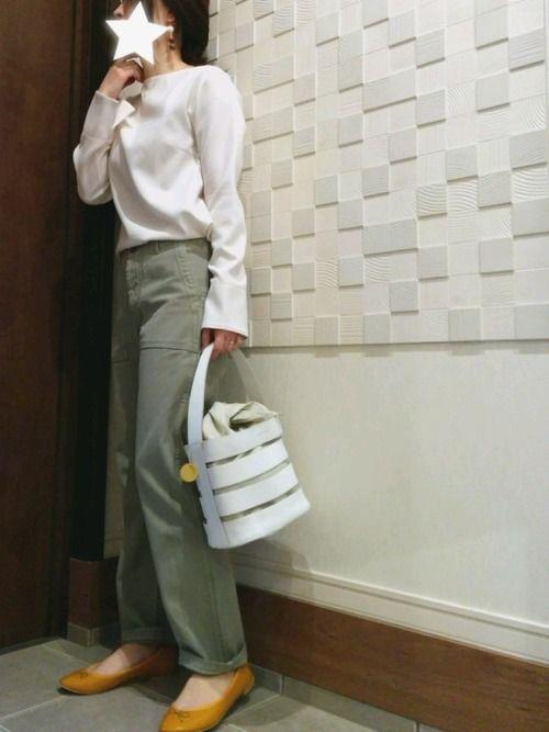 お気に入りの白バッグ💚 持ち手にラップ巻きたいくらい😚🎵 昨日は家族で夜遊び💨💨 科学館