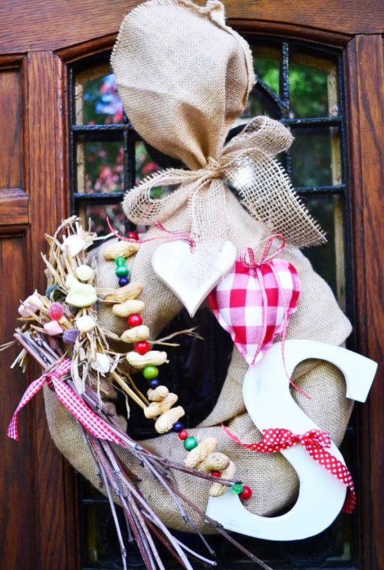 Sinterklaas voelt zich vast heel welkom met deze mooie krans aan de voordeur. Zie ook de Activitheek van ww.doenkids.nl