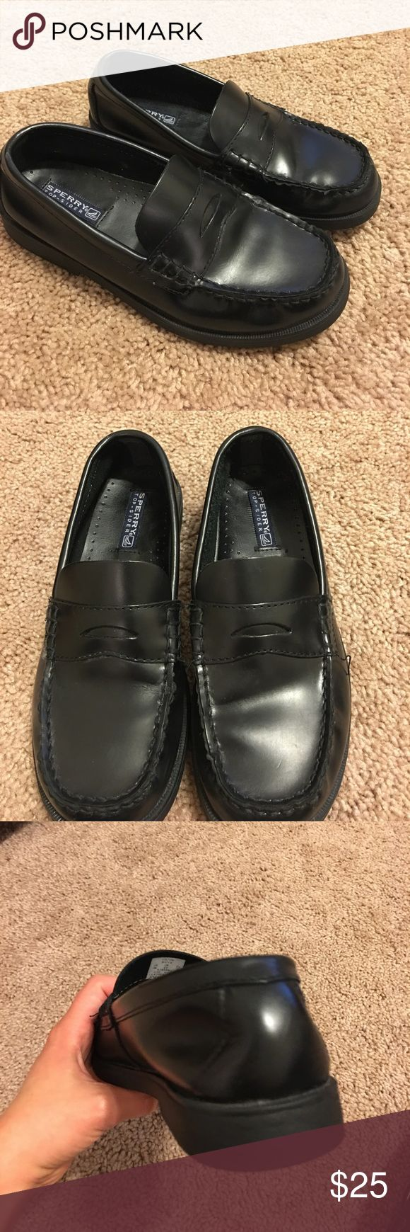 SPERRY top- sider shoes for boys Used in very good condition . Size 3m. The back of one of the shoes is a bit pushed in , see photos . Sperry Top-Sider Shoes Dress Shoes