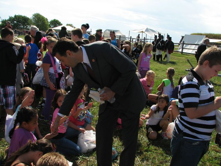 Rep. John Sarbanes Hands Out Quarters To The Attending Students