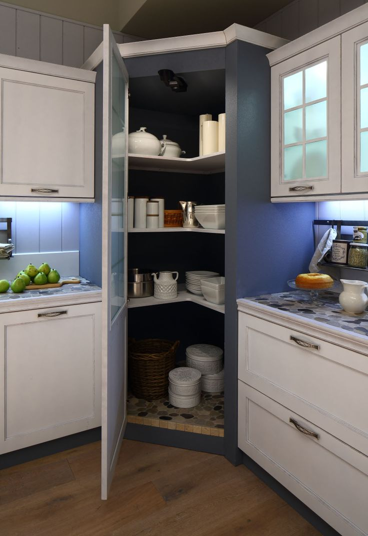 Colonna dispensa in una cucina Arrex. www.arrex.it