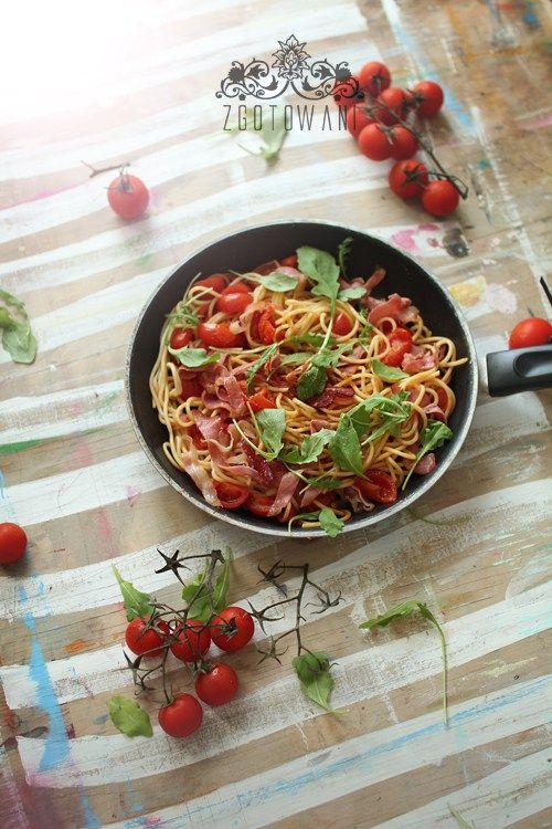 spaghetti-z-szynka-szwarcwaldzka-pomidorami-i-rukola-2