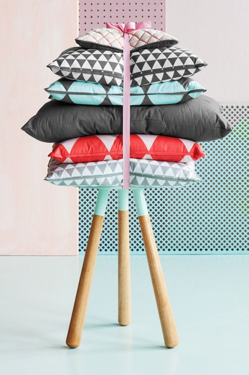 Make your home warm and cosy with this pt,living cushions.