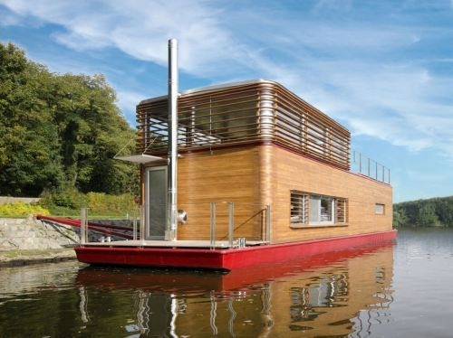 What a great houseboat!