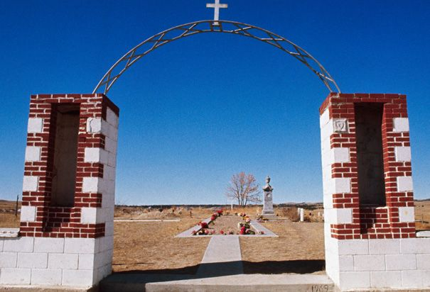 Burial Ground at Wounded Knee: View of the burial ground of the 1890 Wounded Knee Indian Massacre. Three hundred Lakota Soiux were killed. (Photo Credit: ann/CORBIS)