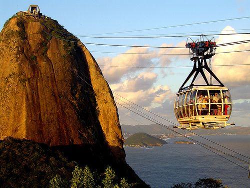 Bondinho do Pão de Açucar - Rio de J Janeiro - Brasil  -  Cable car of Pão de Açucar - Rio de Janeiro - Brazil