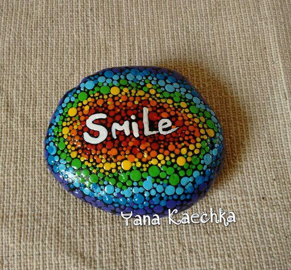 handgemalte motivationale Stein Smile. beidseitig bemalt, die Stein misst ca. 6,3 * 5,4 cm und Dicke ca. 2 cm Jeder Stein ist etwas ganz besonderes