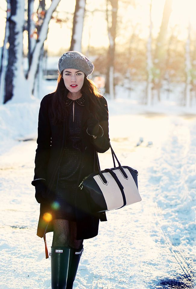 Sarah Vickers of Classy Girls Wear Pearls wears a LAUNDRY BY SHELLI SEGAL dress, J.CREW coat and bag, and HUNTER boots.