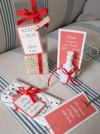 Wedding details - Wedding bag for the Church. Dolcissimo sacchettino da donare agli invitati in chiesa o con dentro riso, bolle di sapone, fazzolettino per lacrime, scintillina per il taglio della torta, ventaglio