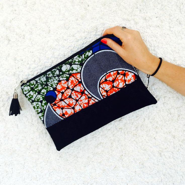 Idée cadeau original : Pochette Sac éthnique tissu wax orange, vert, bleu et suédine noir : africain
