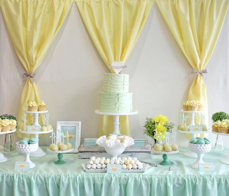 plastic tablecloth ideas - I like this...I would add streamers in between