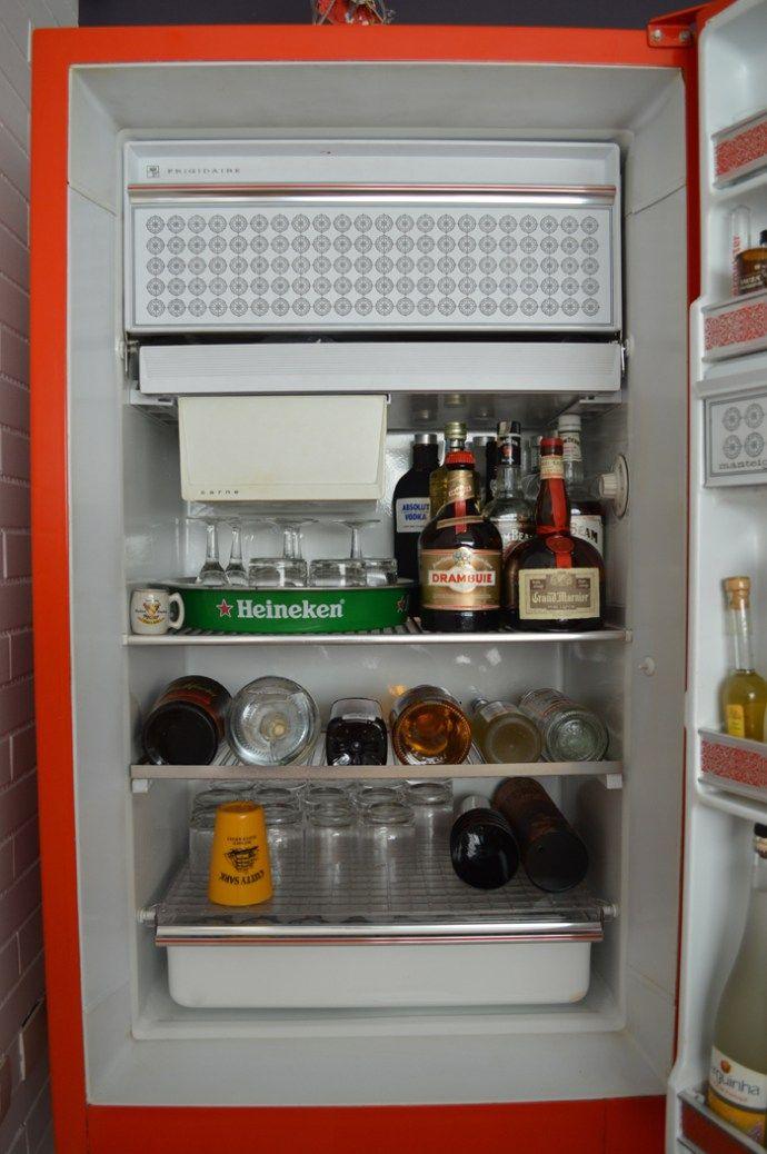 Como transformar uma geladeira antiga em um bar super charmoso   Bramare por Bia LombardiBramare por Bia Lombardi