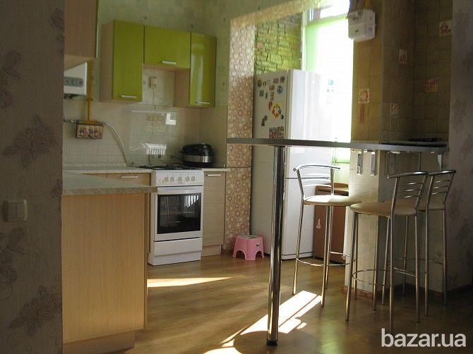 Квартира-студио в клубном доме с собственной инфраструктурой, в 300 метрах от окружной дороги (продажа с мебелью и техникой). Дом каменный 2011...