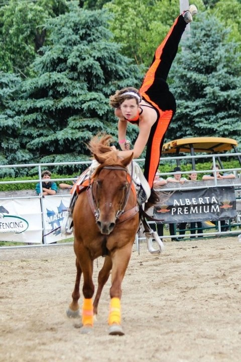 Trick riding Encore trick rider Sarah one foot stand... Trick riding quarter horse splits flexy