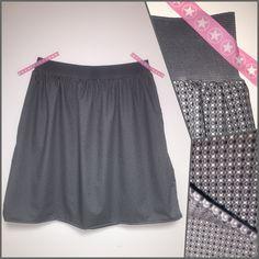 Bonsoir, Une jupe en tuto! je m'attaque enfin à un vêtement. Cette jupe s'adapte à toutes les tailles, de l'enfant à la femme. Vous prenez le tour de taille - 10 cm, vous mesurez la hauteur de jupe que vous souhaitez. Ensuite il faut 1 ou 2 hauteurs de...