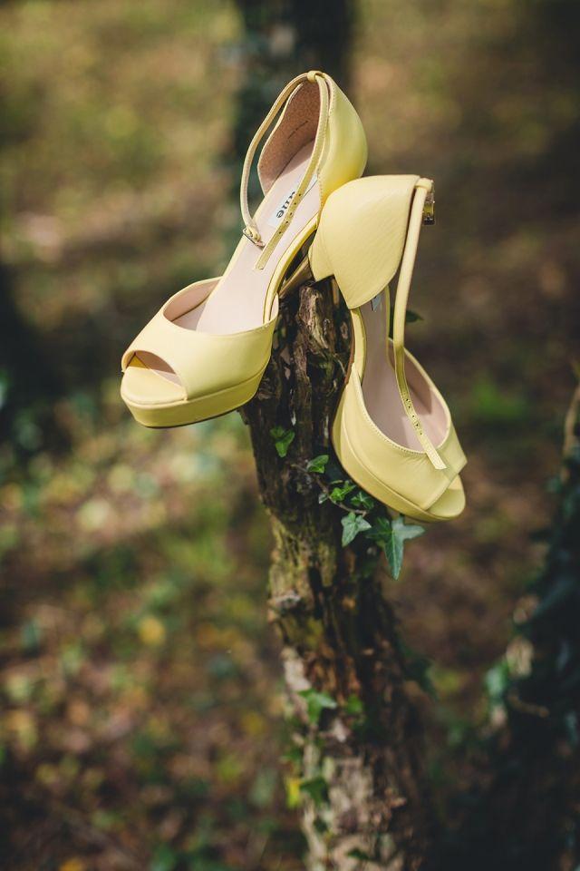 #pumps #bruidsschoenen #trouwschoenen #kleur #geel #bruiloft #trouwen #bruiloft #inspiratie #wedding #bridal #shoes #heels #colour #yellow #inspiration | Gekleurde trouwschoenen | ThePerfectWedding.nl | Photography: Yes I Do