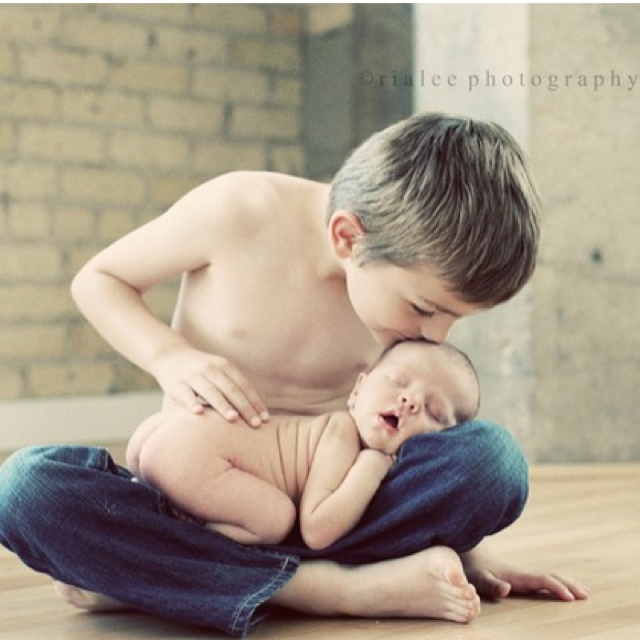 SiblingsPictures Ideas, Photos Ideas, Newborns Photos, Photo Ideas, Big Brothers, New Baby, Little Boys, Siblings Photos, Photography Ideas