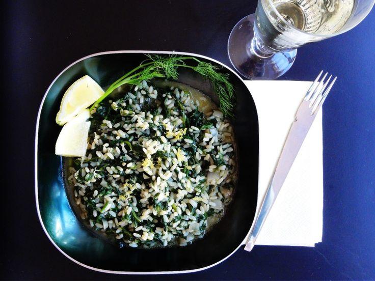 Spanakorizo /Spinatris(otto) #spinach #sidedish #tilbehoer #rice #ris #dill #vegetarian #vegan #pinjekjerner #pinenuts #greek #gresk #hellas #greece