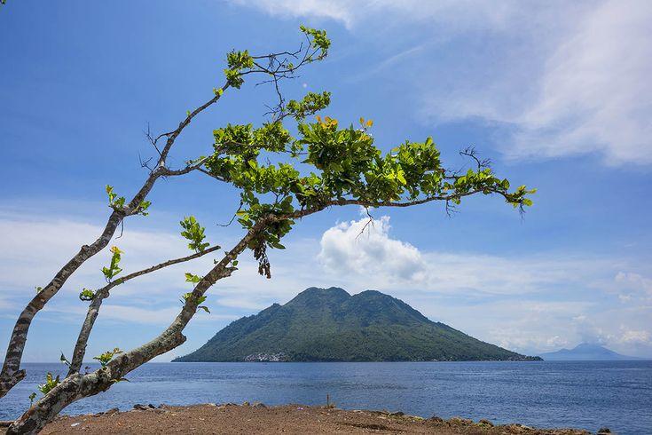 Pantai Jikomalamo Tempat Wisata Tersembunyi di Maluku Utara - Maluku Utara