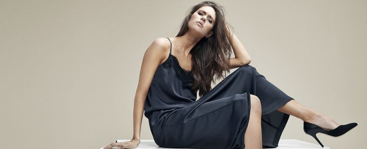 Long lovely dress for the summerparties. Black Swan Fashion