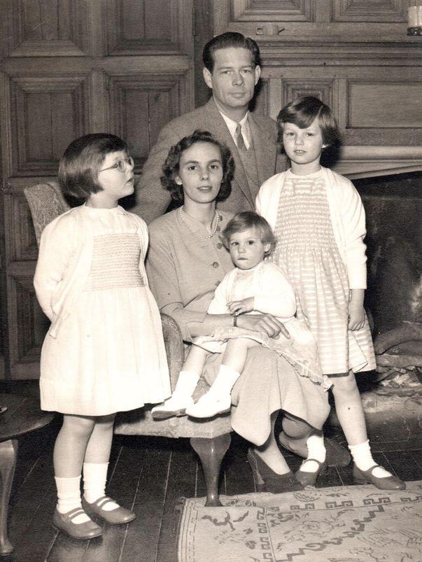 Viaţa Reginei Ana în imagini. Fotografii inedite ce surprind momente emoţionante ale Familiei Regale - FOTO - Mediafax