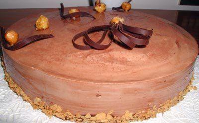 Bavarese al cioccolato con inserto alle nocciole caramellate