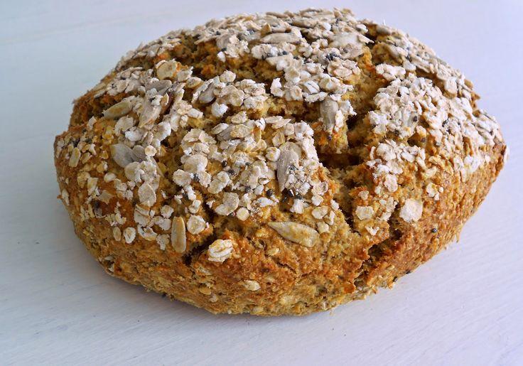 Brood met haver, amandelmeel en kikkererwtenmeel, gebruik glutenvrije producten.