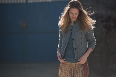 Evelin cardigan, grey. Virginia shirt, sky. Anna skirt, multicolor.