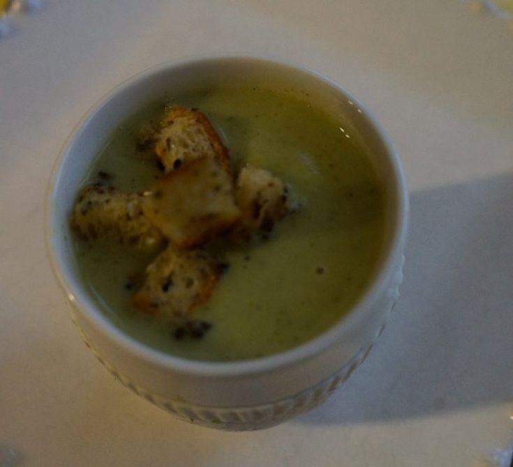 Crème de Brocolis et ses croutons au sésame et pavot Miam Miam Par ici la bonne soupe :-) #Brocolis