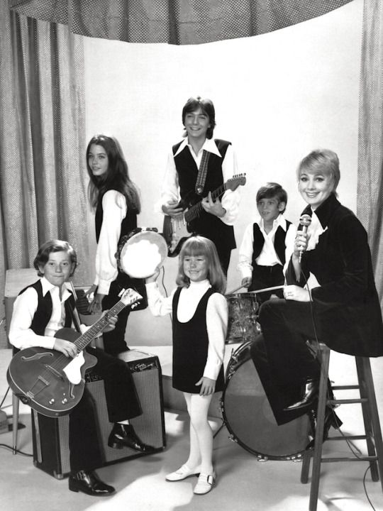 David Cassidy April 12, 1950 — November 21, 2017 Mr. Cassidy (center) shown with Danny Bonaduce, Susan Dey, Suzanne Crough, Jeremy Gelbwaks, Shirley Jones in a publicity photo for The Partridge Family (ABC 1970-74)