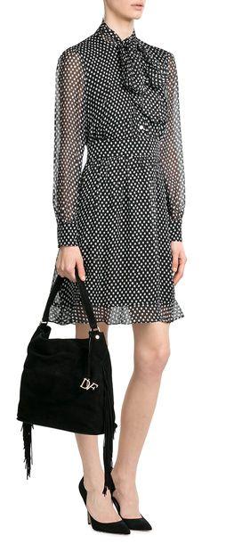 Ein Day-Dress wie wir es lieben: aus fließender Seide, mit eleganter Schluppe und einem charmanten Tupfen-Print. Von Diane von Furstenberg #Stylebop