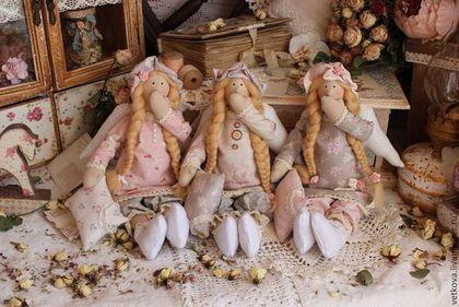 Купить или заказать Ангел сладких снов тильда кукла текстильная сплюшка в интернет-магазине на Ярмарке Мастеров. Сплюшечка из тёплой уютной коллекции ангелов 'Сон в летнюю ночь' Нежный ангелочек из невероятно красивого мягкого хлопка из Швеции станет украшением вашей спальни или изюминкой детской комнаты) Нашепчет на ушко интересные сказки, навеет сладкий добрый сон) Ангелочек выполнен из высококачественного оригинального хлопка - тильдо-ткань, хлопкового кружева нежных оттенков молока…